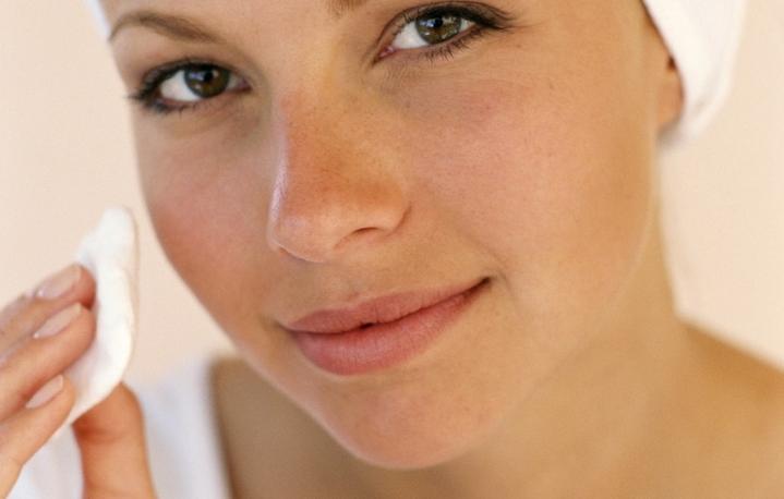 Jak małym kosztem dbać o skórę tłustą – domowa maseczka do cery tłustej?